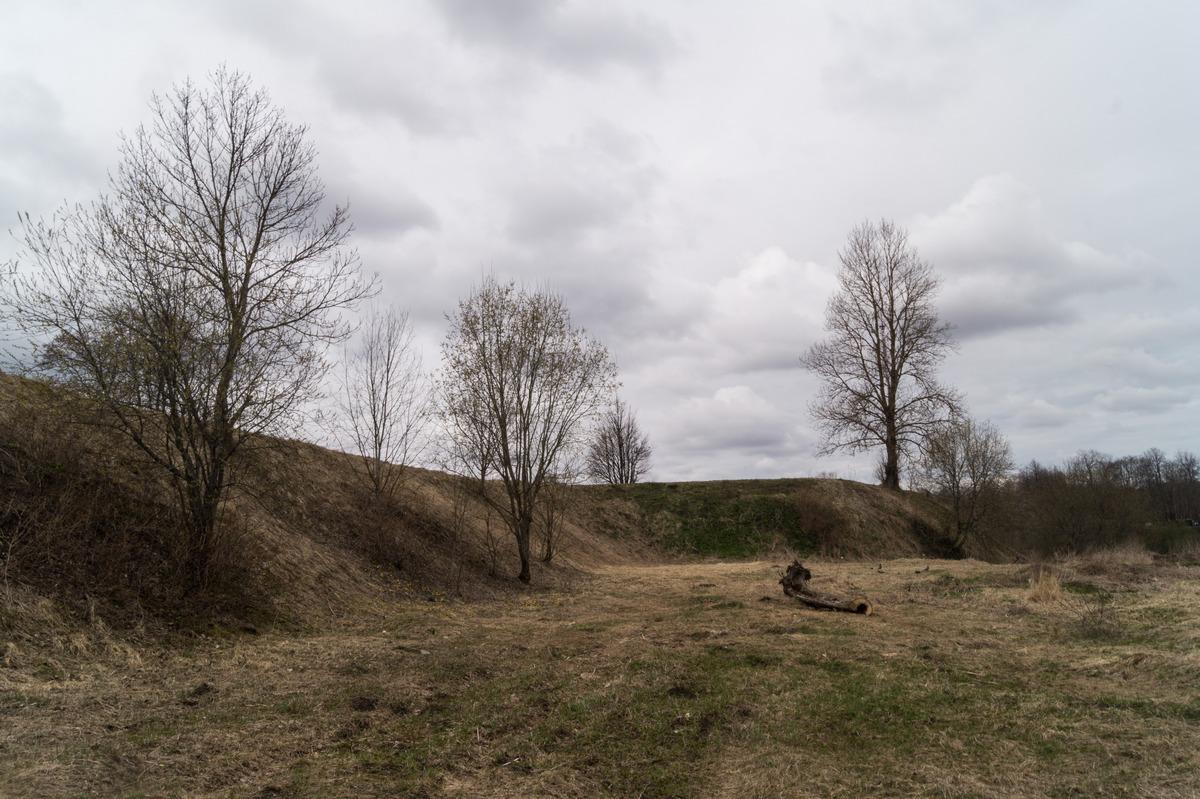 Кингисепп. На пруду у бывшей Ямбургской крепости. Средневековые валы. То, что осталось от крепости.