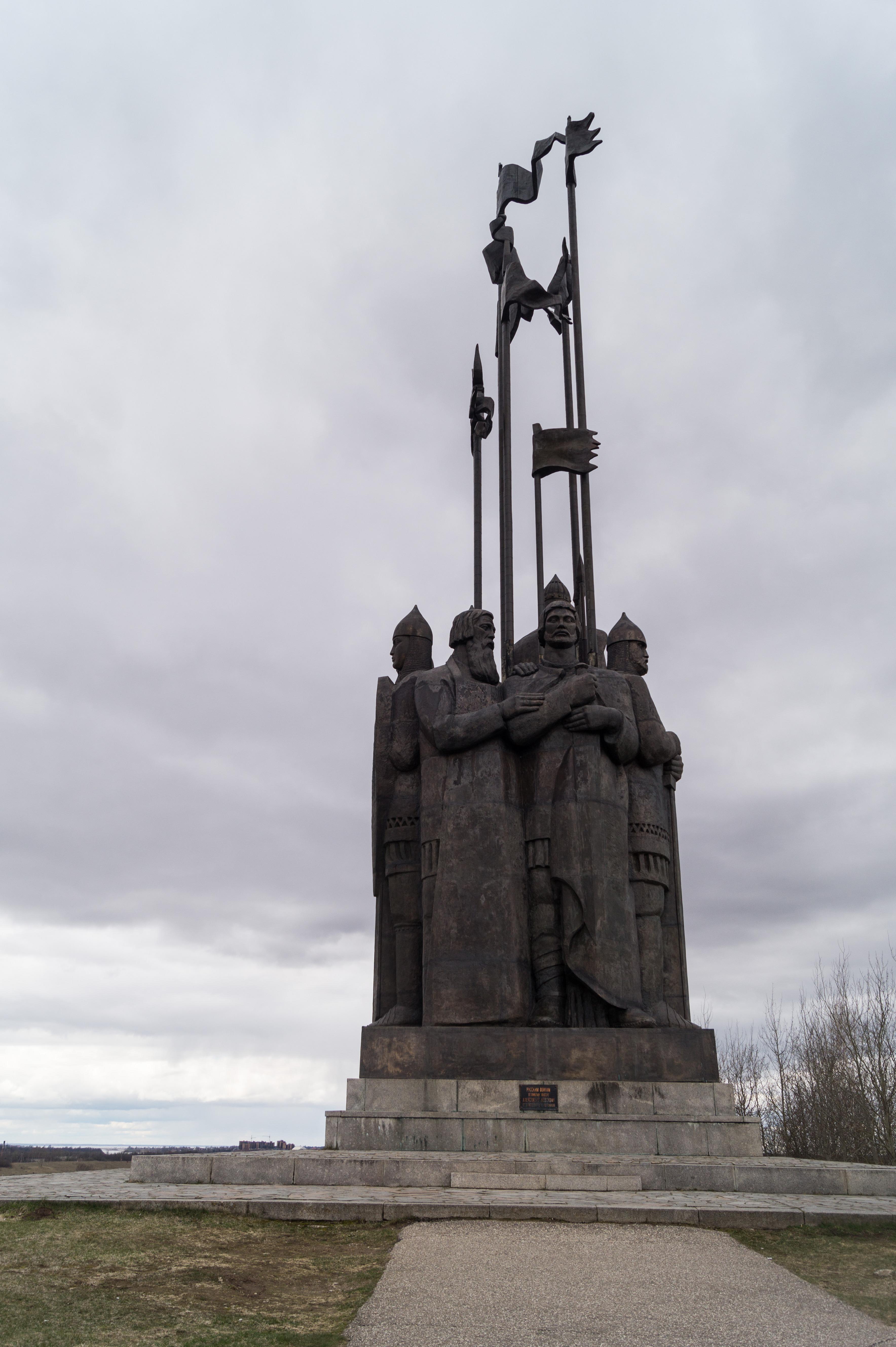 Монумент в память Ледового побоища. На горе Соколиха у въезда в Псков. Дружина Александра Невского.