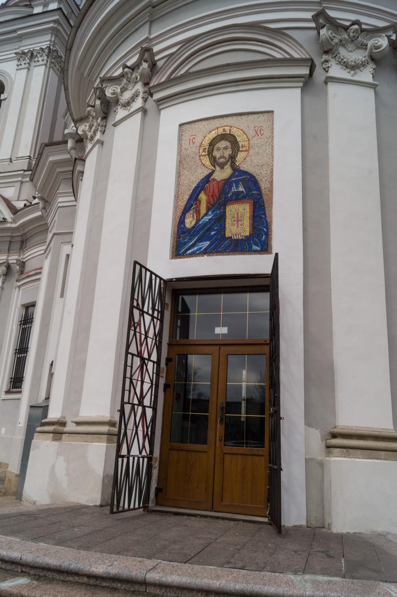 Кингисепп. У Екатерининского собора. У входа.