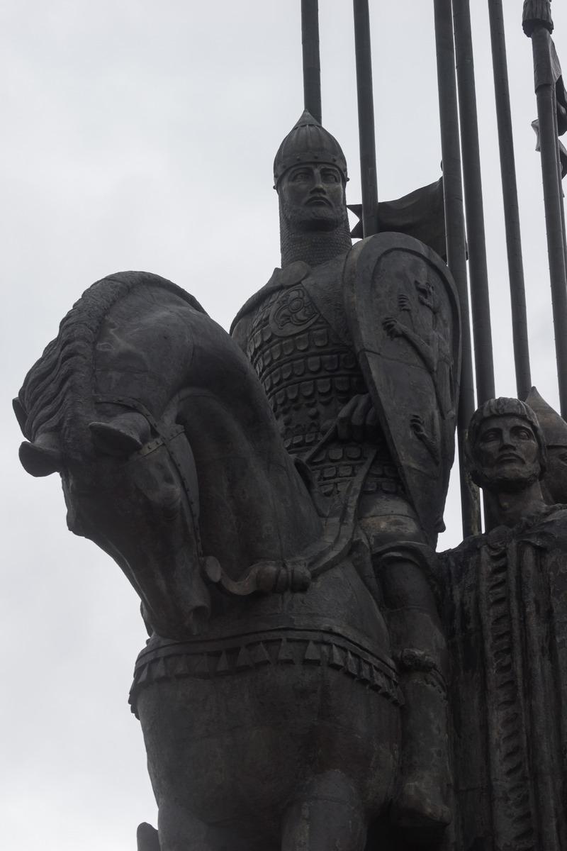 Монумент в память Ледового побоища. На горе Соколиха у въезда в Псков. Александр Невский.