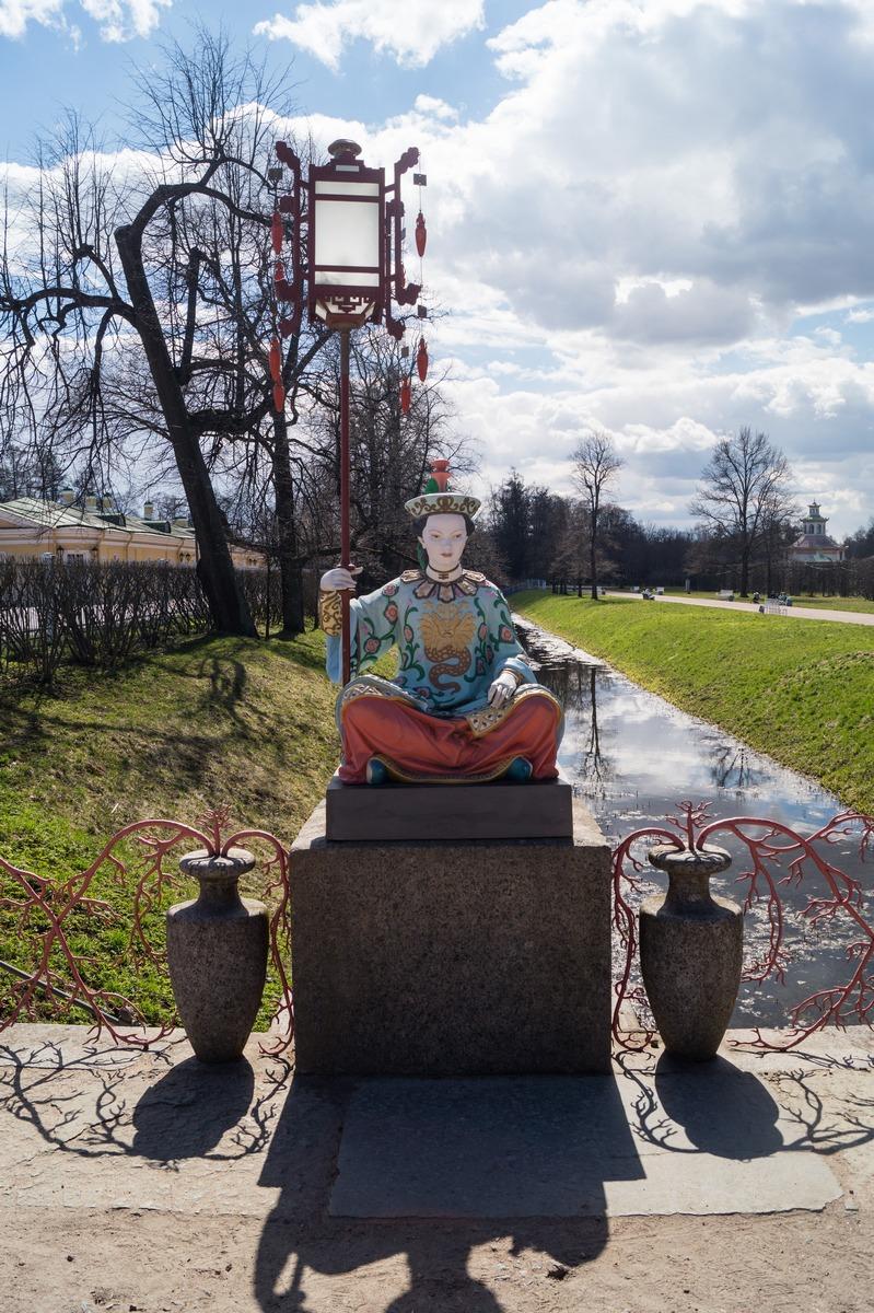 Пушкин. Александровский парк. Большой китайский мост. И фигура китаянки.