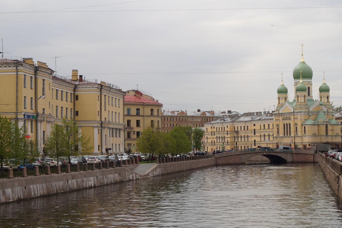 Свято-Исидоровская церковь . Вид с Пикалова моста через канал Грибоедова.