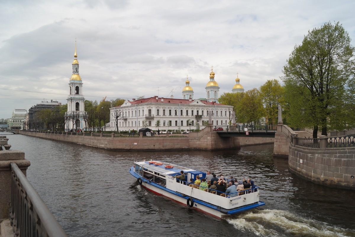 На пересечении Крюкова канала и канала Грибоедова. Вид на Никольский морской собор.