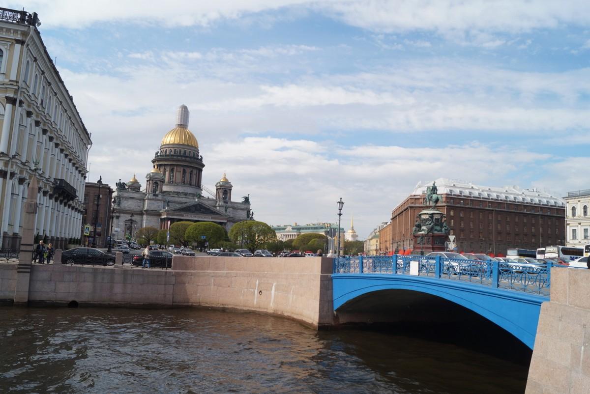 На Исаакиевской площади. Синий мост, Исаакий и памятник Николаю I.Ч