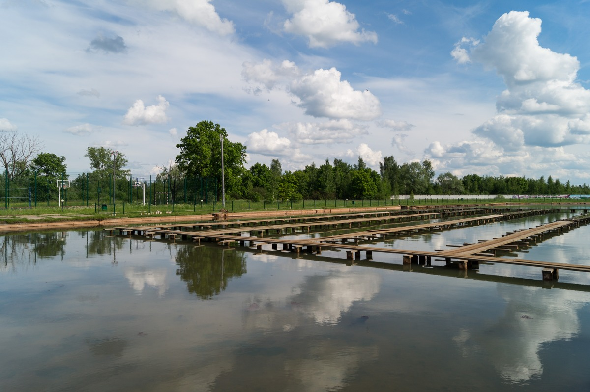 В курорте Старая Русса. Озеро Среднее с лечебными грязями.
