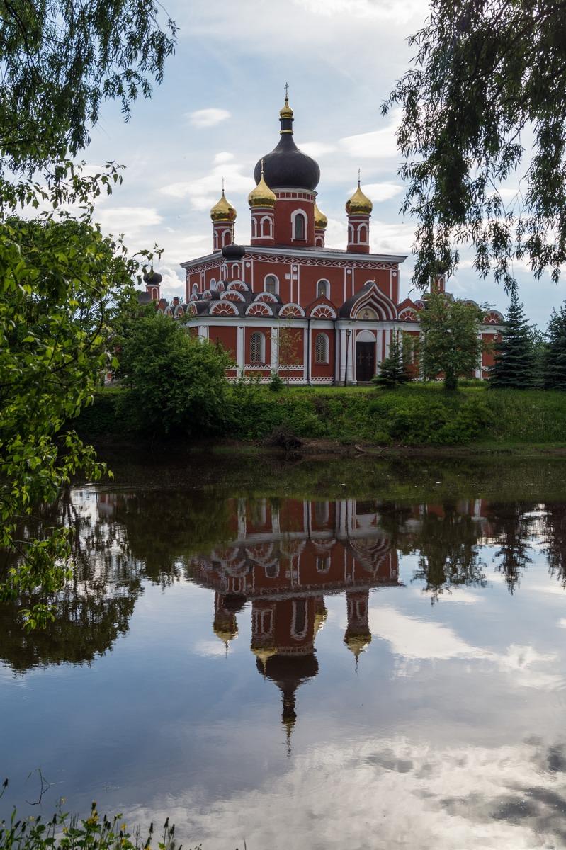 Старая Русса. Воскресенский собор и река Порусья.