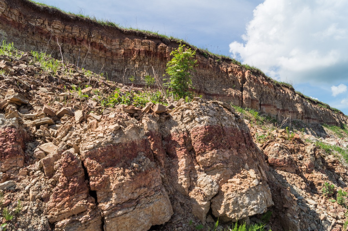 Ильменский глинт. Обломки древних пород.