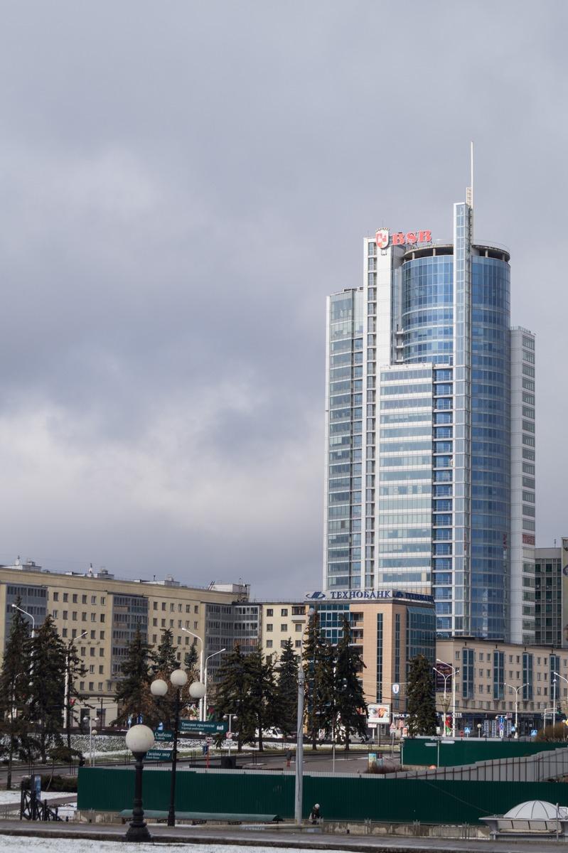 Минск. Современная высотка на проспекте Победителей.