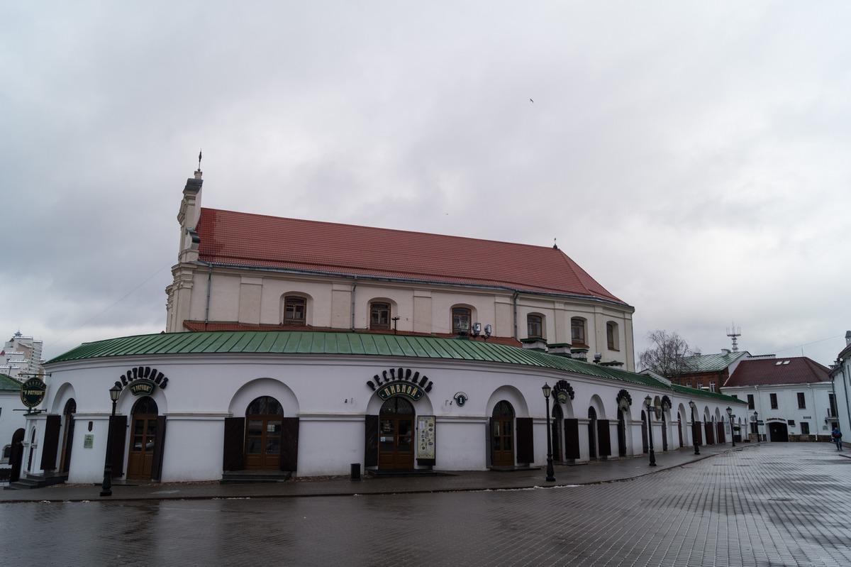 Минск. Верхний Город. Ресторан у церкви Святого Иосифа.