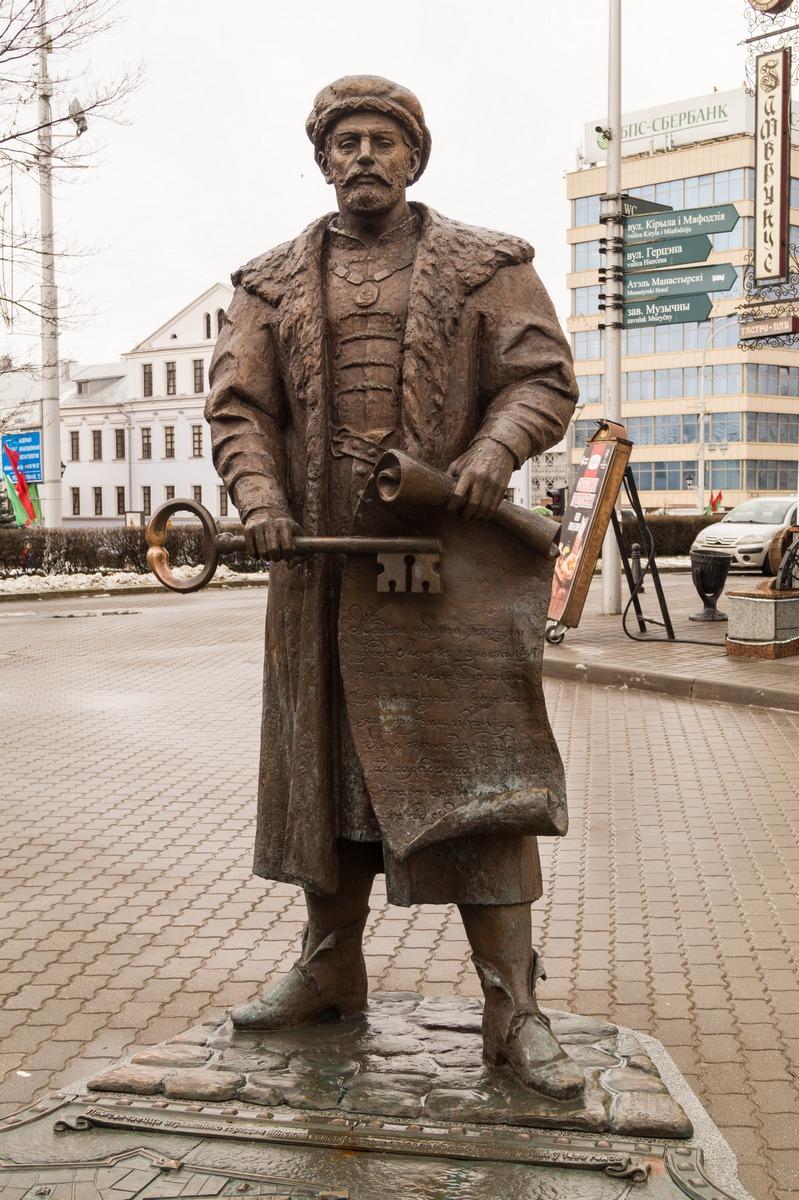 Минск. Верхний Город. Глава магистрата с ключом от города и королевской грамотой.