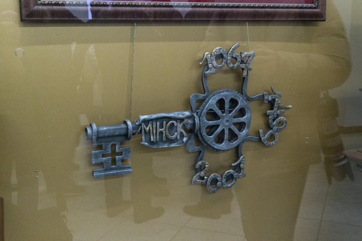 Минск. Ключ от города в здании ратуши.