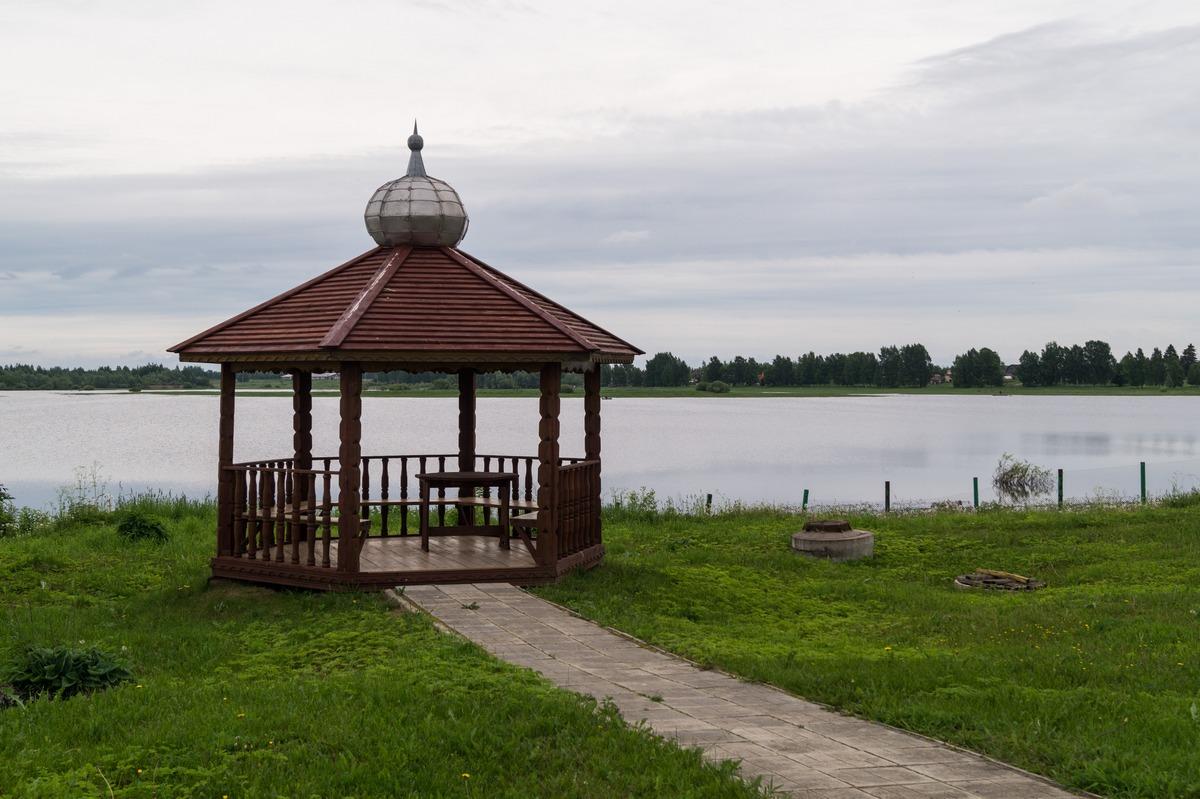 Михайло-Клопский монастырь. Беседка у реки Веряжи.