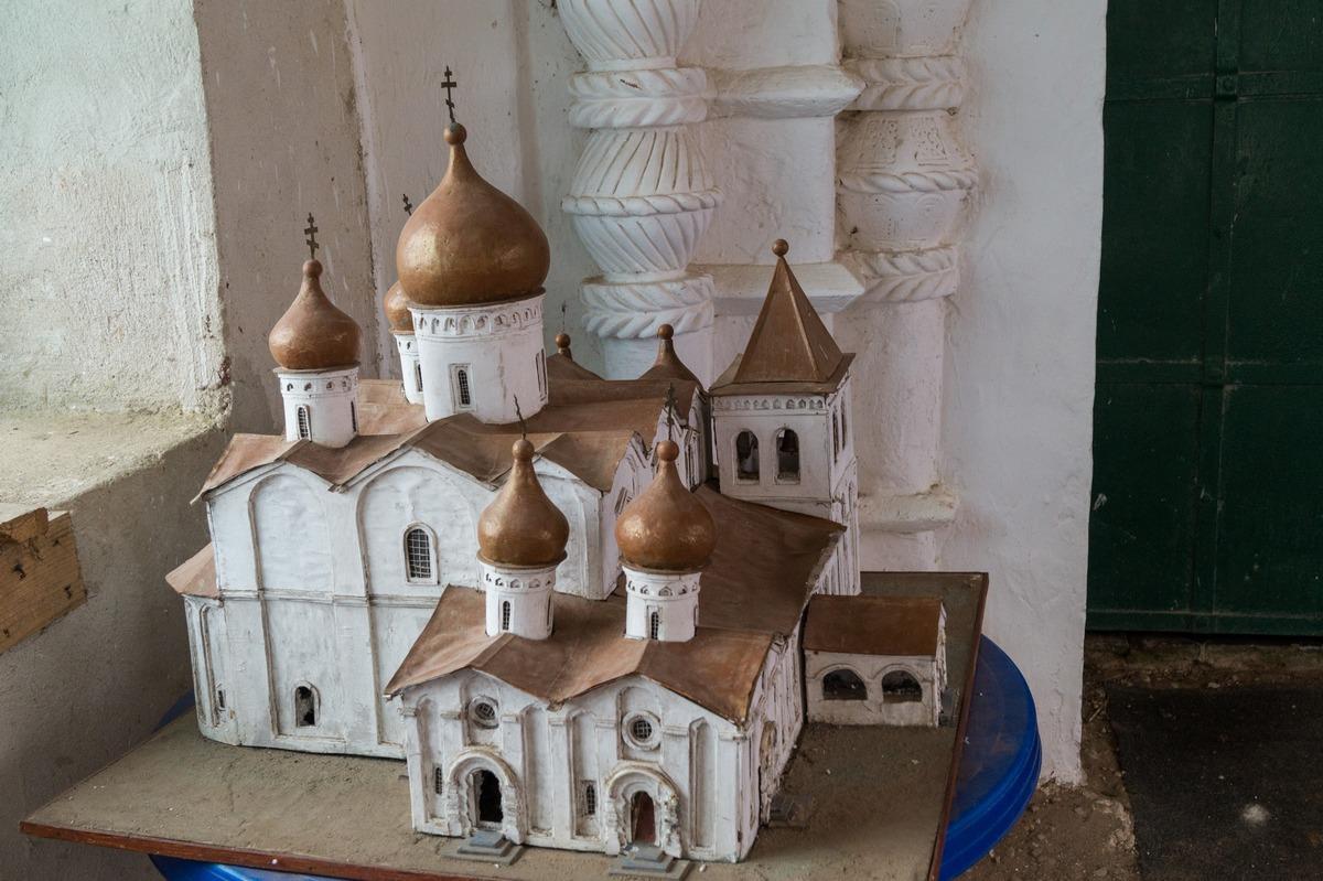 Михайло-Клопский монастырь. Макет собора у входа в храм.