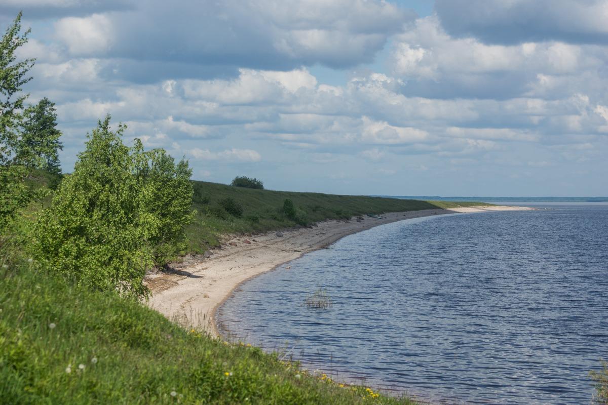 У озера Ильмень в Коростыни.