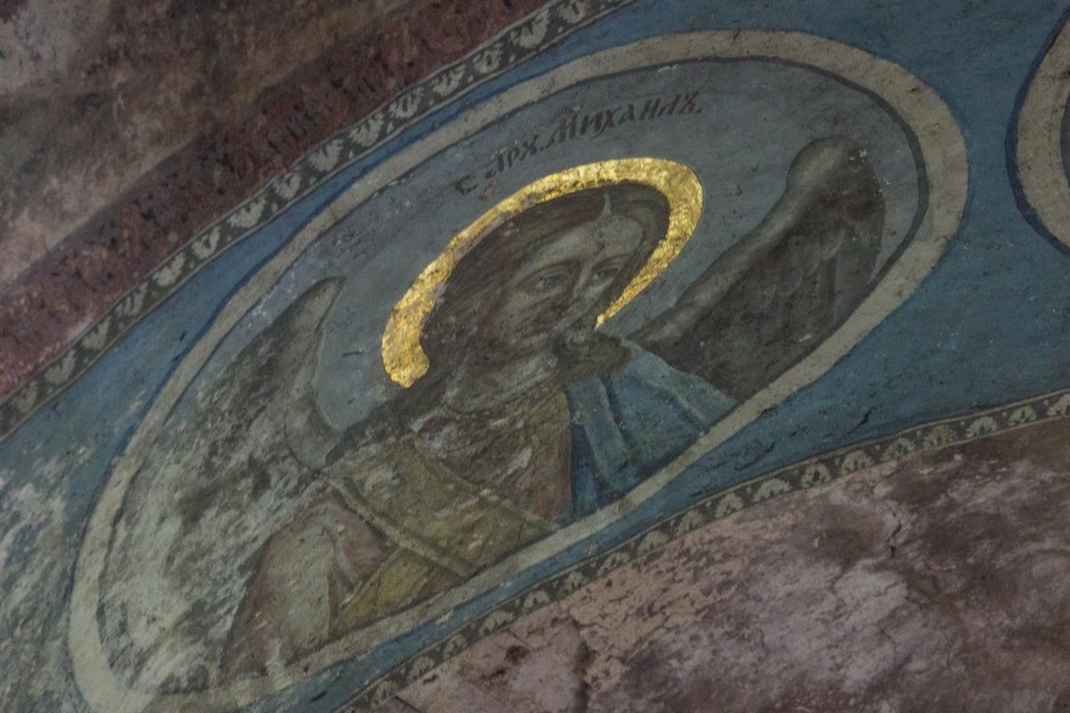Михайло-Клопский монастырь. Фрески в Троицком соборе. Архангел Михаил.