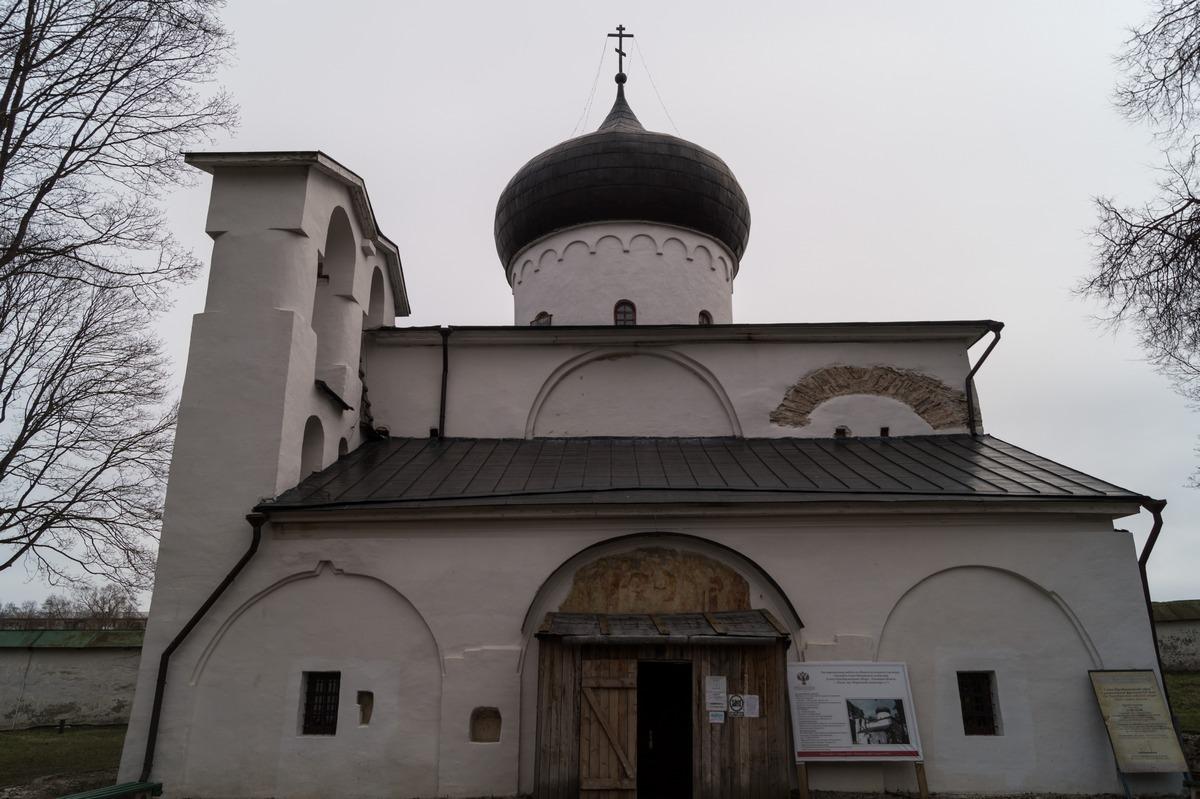 Псков. Спасо-Преображенский собор Мирожского монастыря.