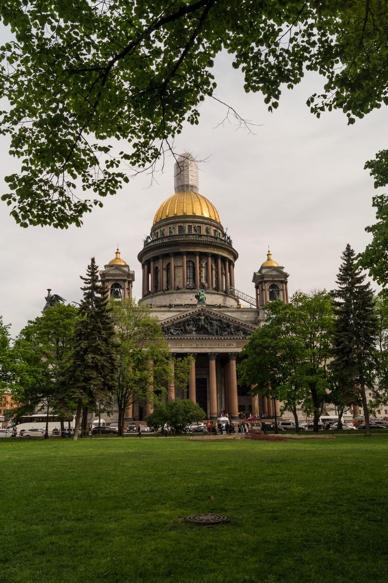 Санкт-Петербург. Исаакиевский собор. Вид из Александровского сада.