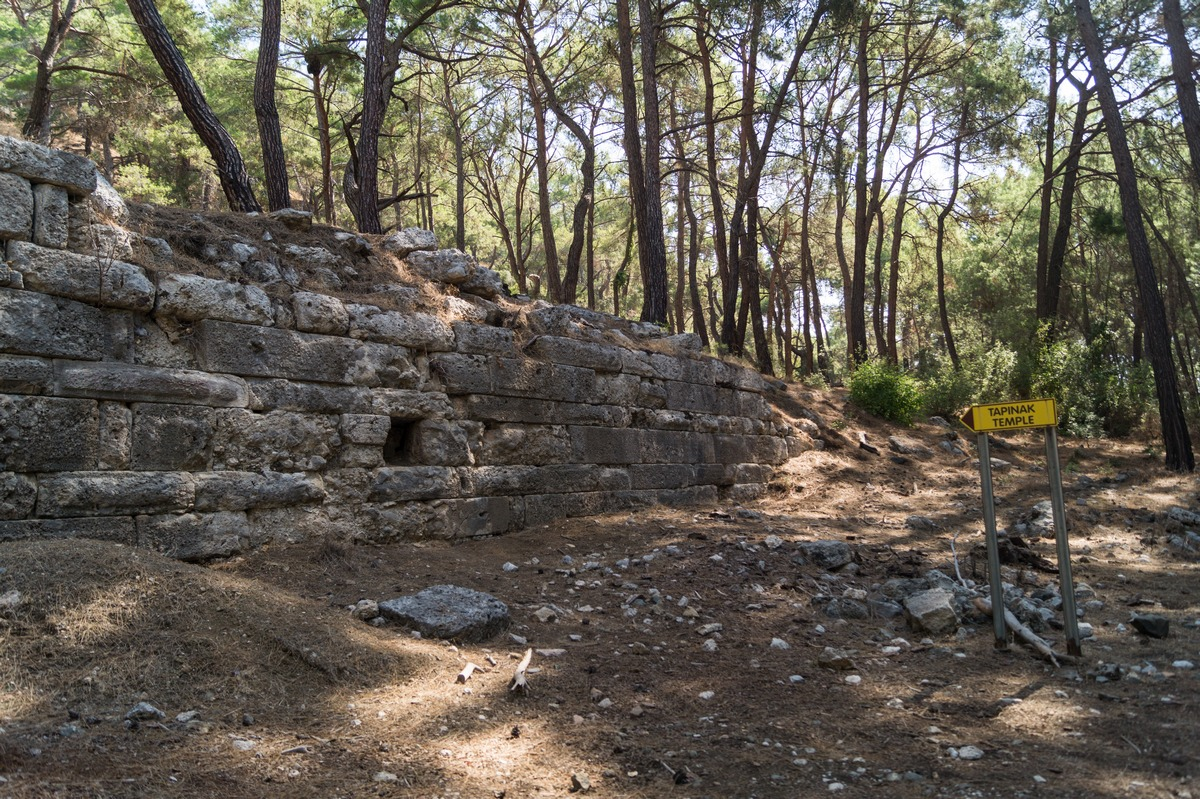 По дороге к Фазелису. Руины храма. Tapinak (Temple).
