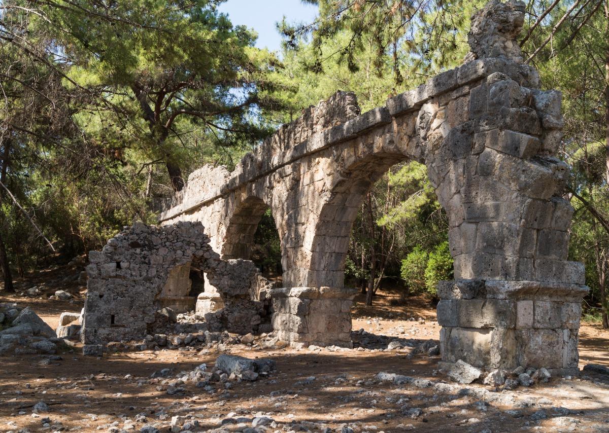 Античный акведук в Фазелисе.