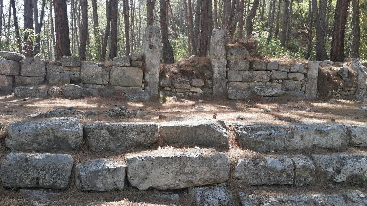 В Фазелисе. Остатки древнего города.