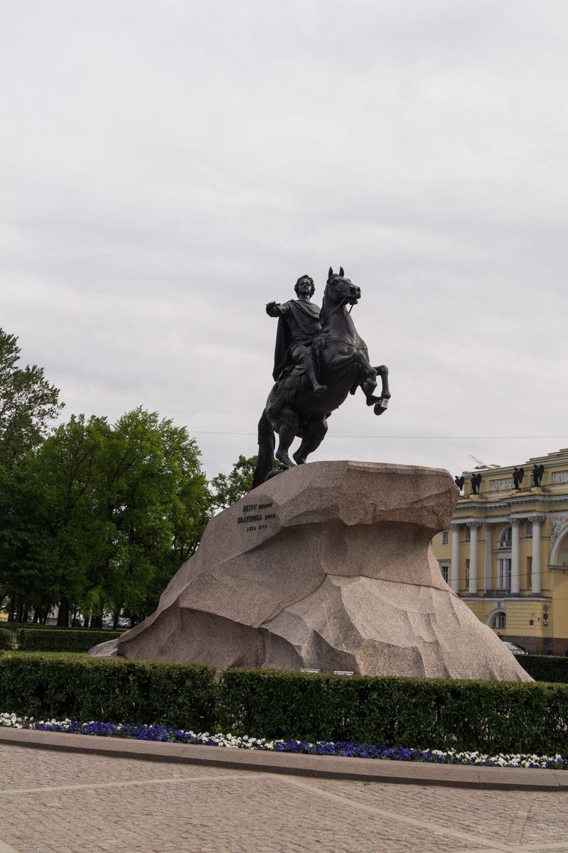 В центре Петербурга. Памятник Петру I.