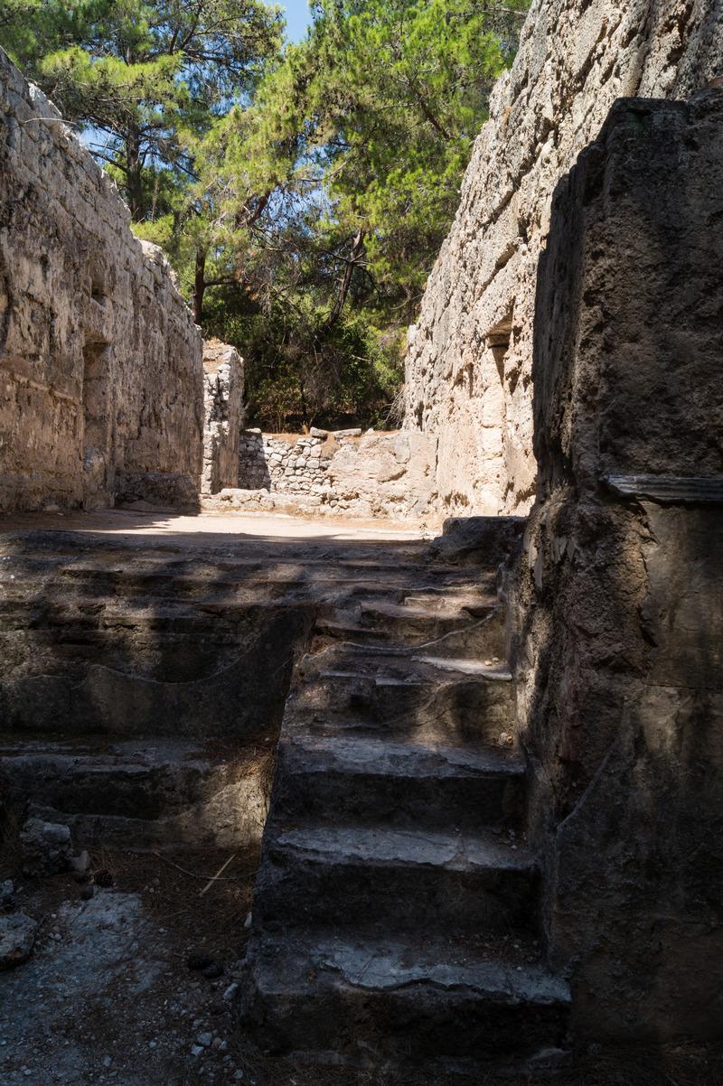 В Фазелисе. Древние стены.