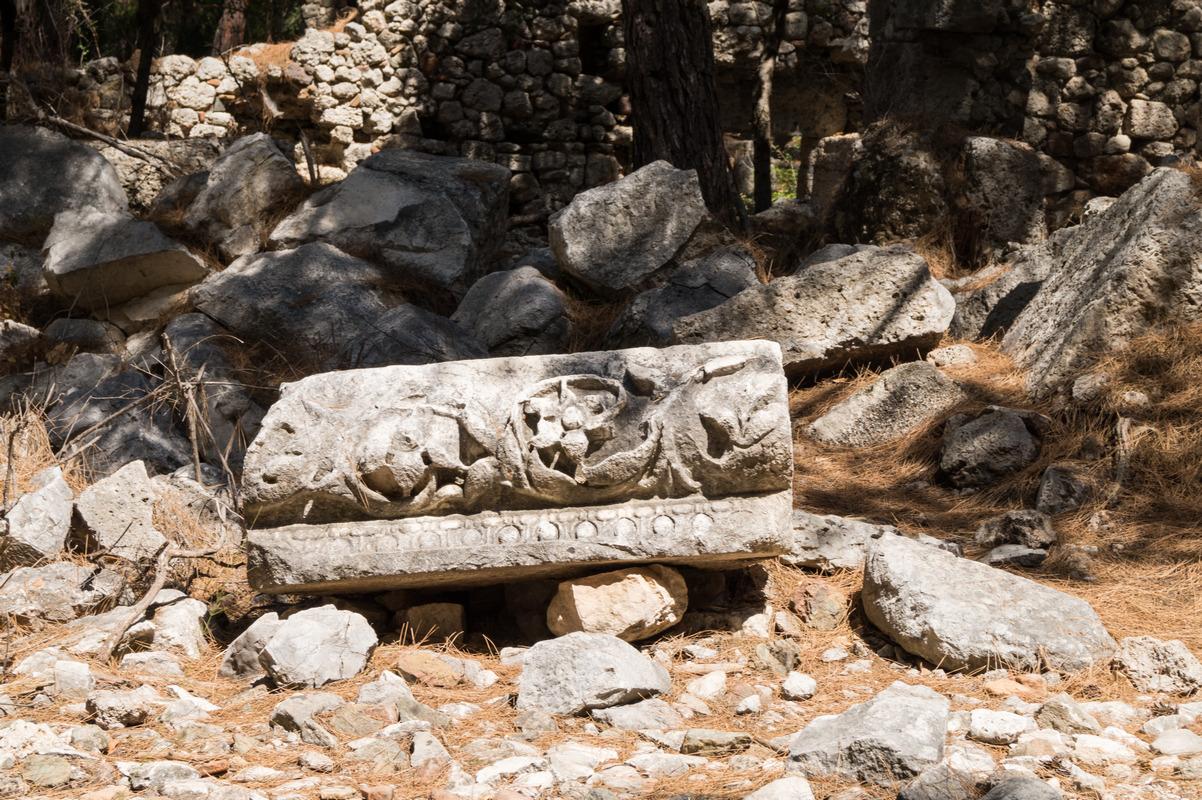 Фазелис. У ворот Южной гавани. Каменные орнаменты.