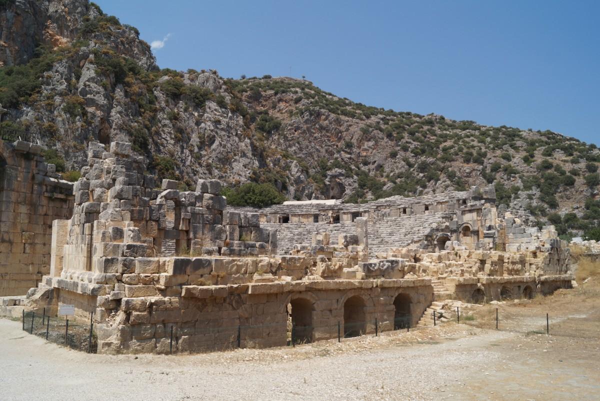 Мира Ликийская. Июль. У античного амфитеатра.