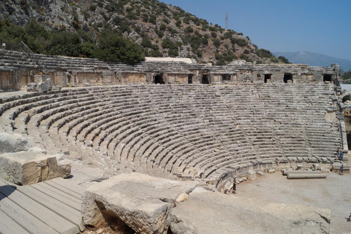 Мира Ликийская. В греко-римском амфитеатре. Наверху.