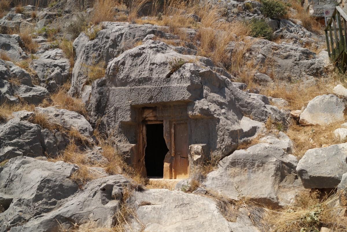 Мира Ликийская. Скальные гробницы.