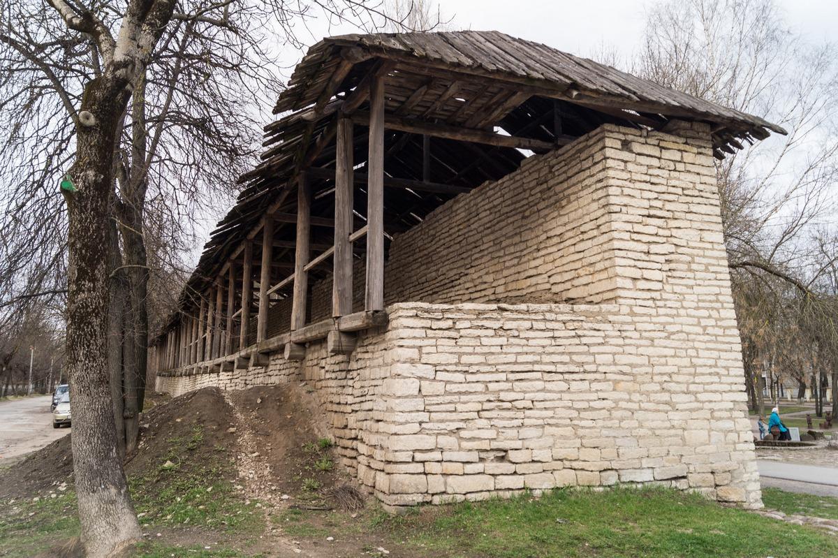 Псков. Часть стены Окольного города.