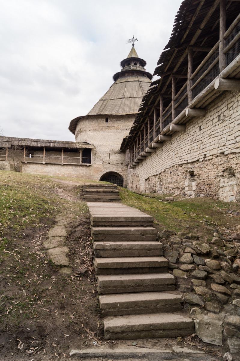 Псков. Покровская башня и часть Окольного города.