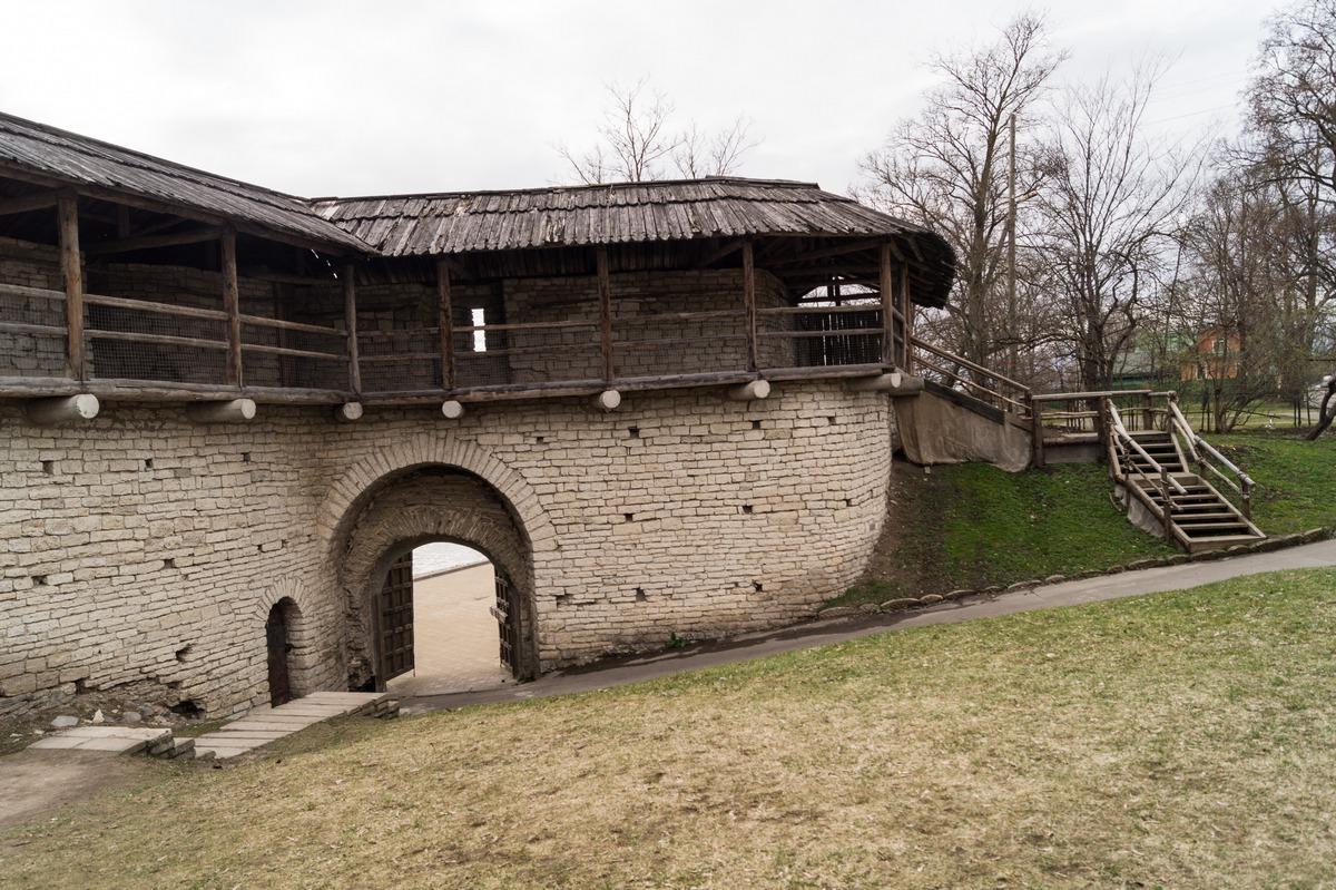 Псков. Часть Окольного города у Покровской башни.