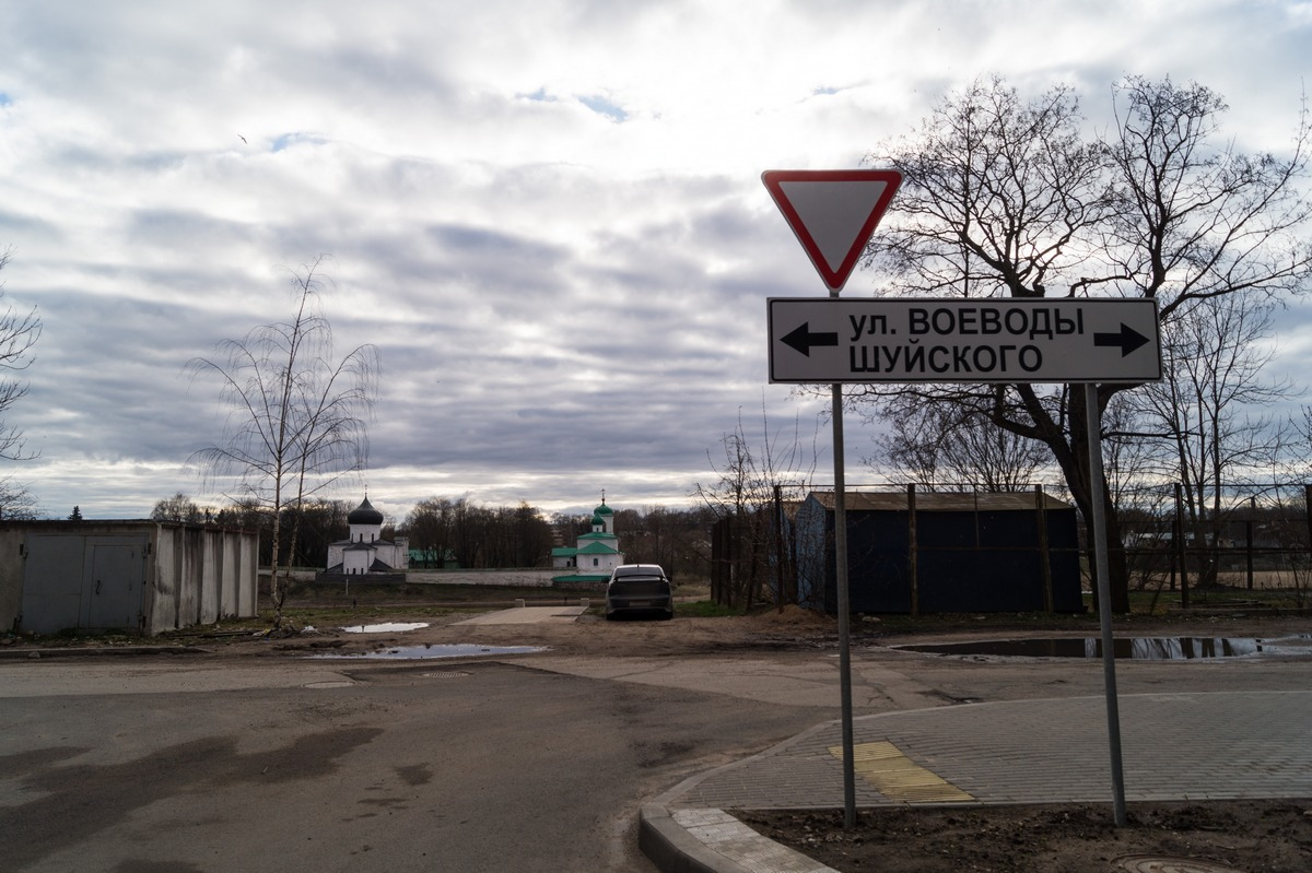 Псков. Улица Воеводы Шуйского вдоль Великой.