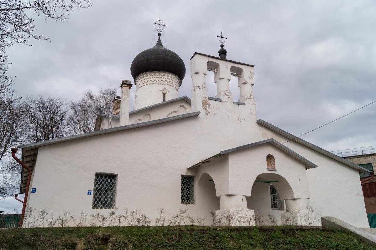 Псков. У церкви Иоакима и Анны.