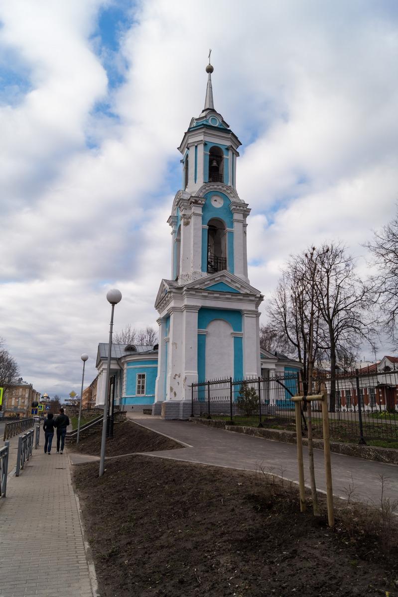 Псков. Успенская церковь. Колокольня.