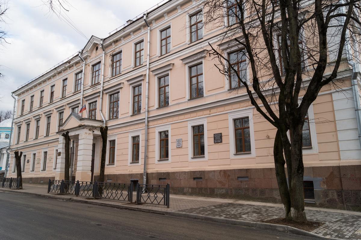 Псков. Здание мужской гимназии (1854).