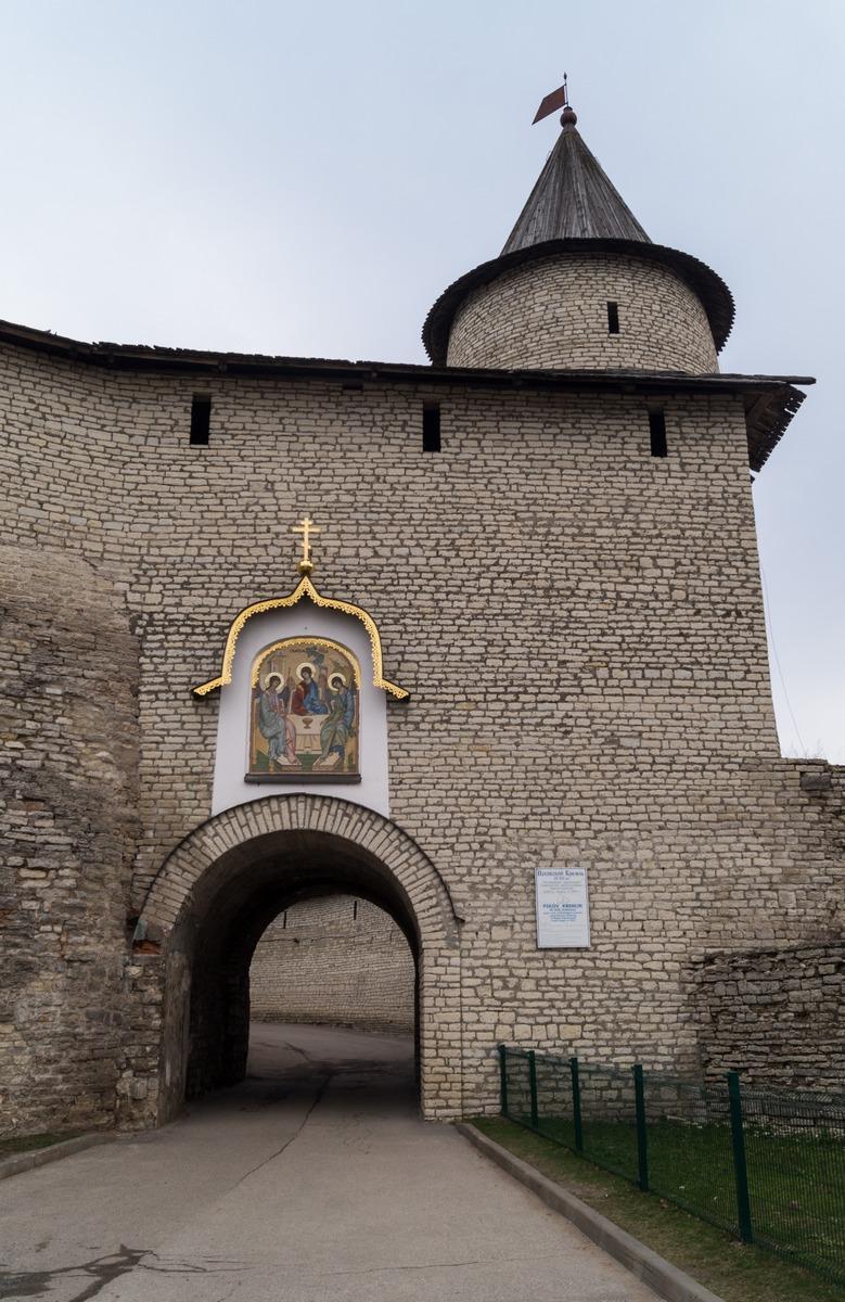 Псковский кремль. Великие ворота.