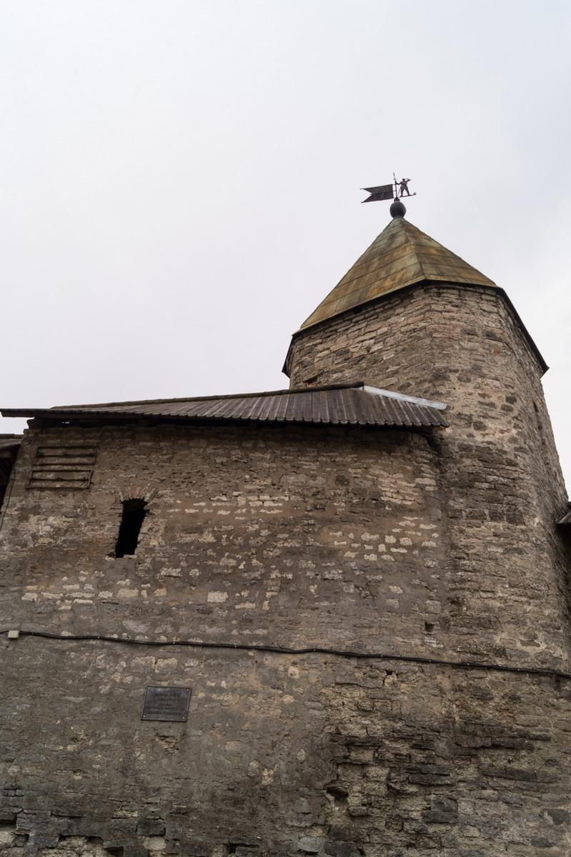 Псковский кром. У Смердиевой башни.