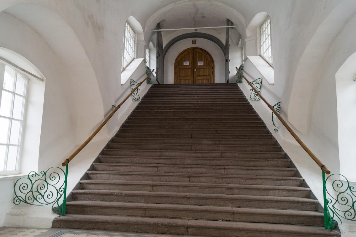 Псковский кремль.Троицкий собор. Лестница.