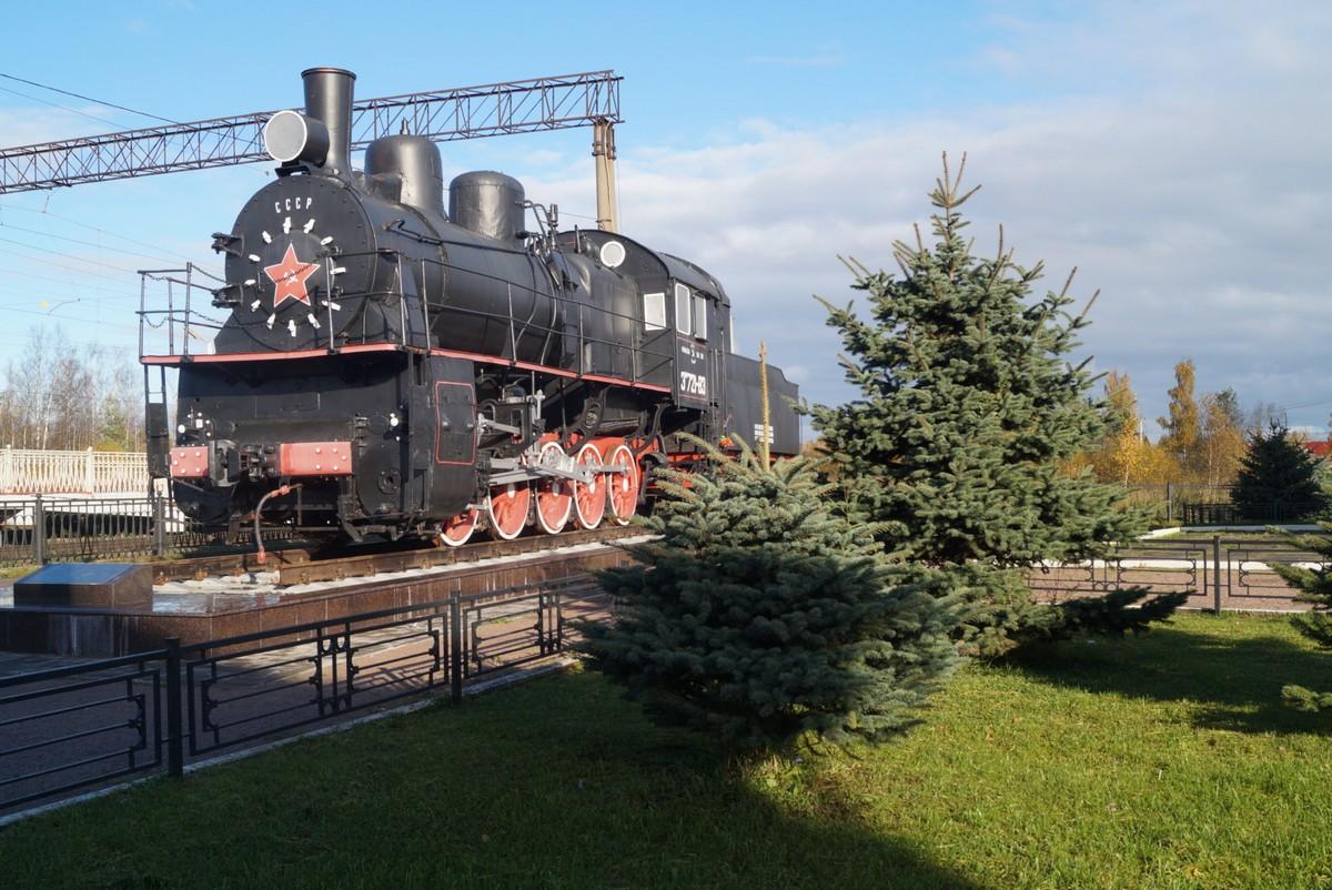 Станция Петрокрепость. Паровоз Эм 721-83.