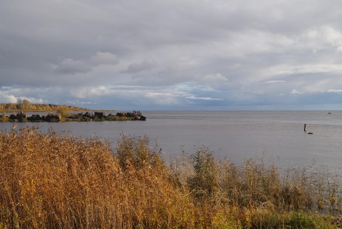 Ладожское озеро. Исток Невы. Октябрь.
