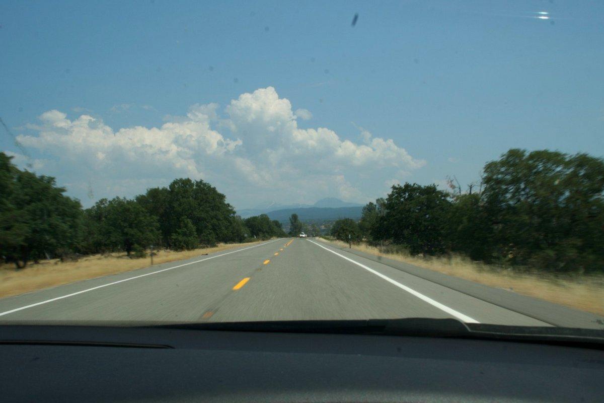 IКалифорния. По дороге к Каскадным горам. Дорога.