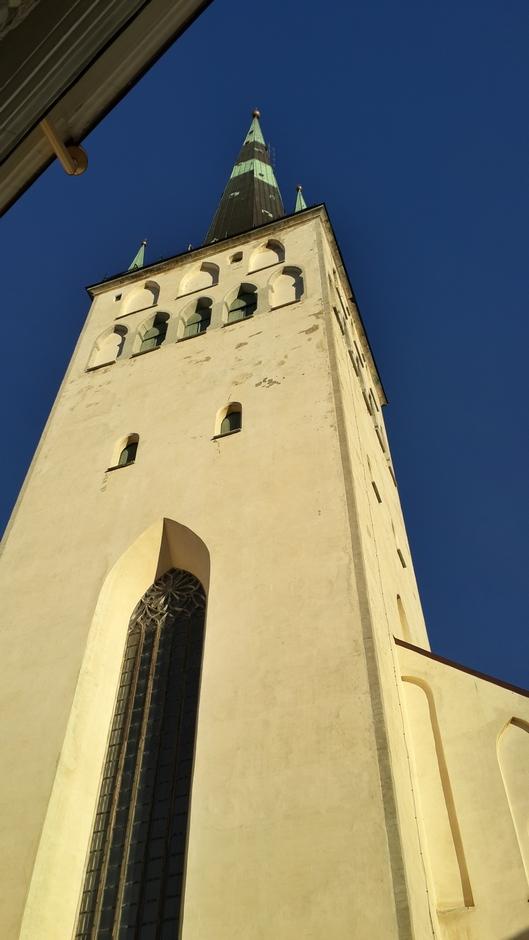 Таллин. У высоты церкви Олевисте.