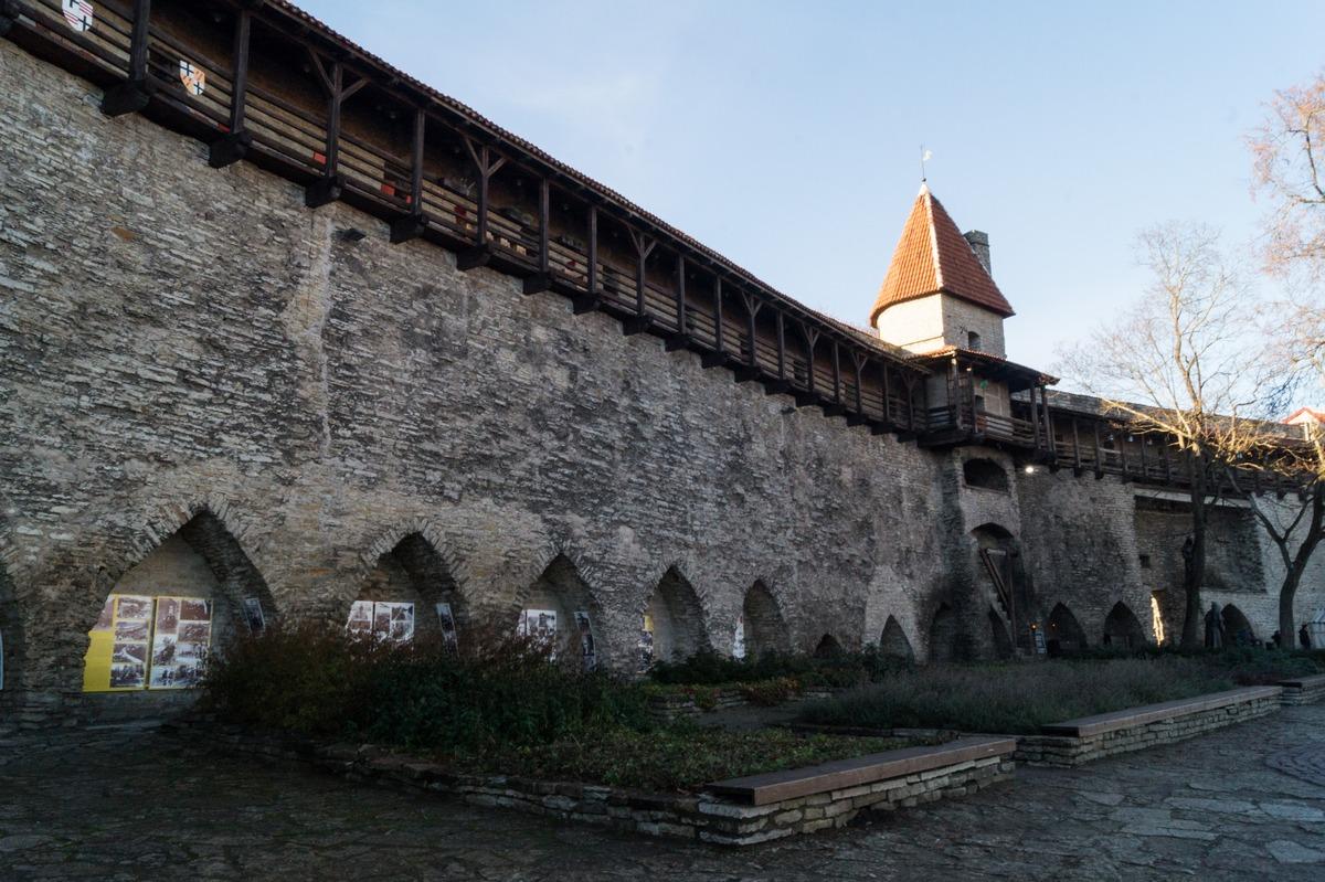 Таллин. Сад Датского короля у старых крепостных стен.