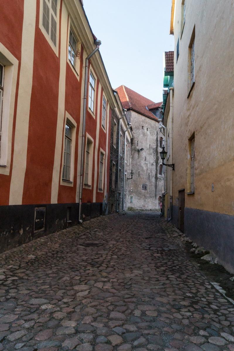 Таллин. На улицах Нижнего города.