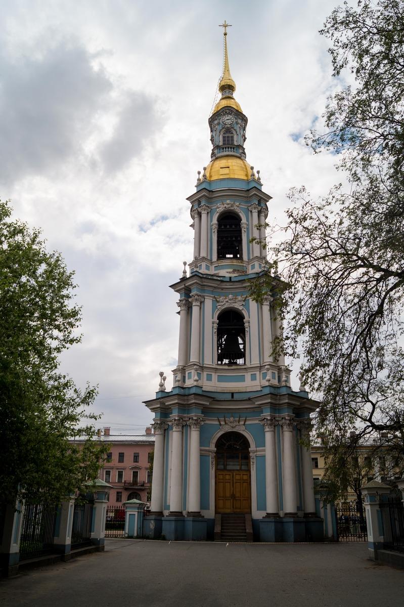 Стройная колокольня Никольского собора.