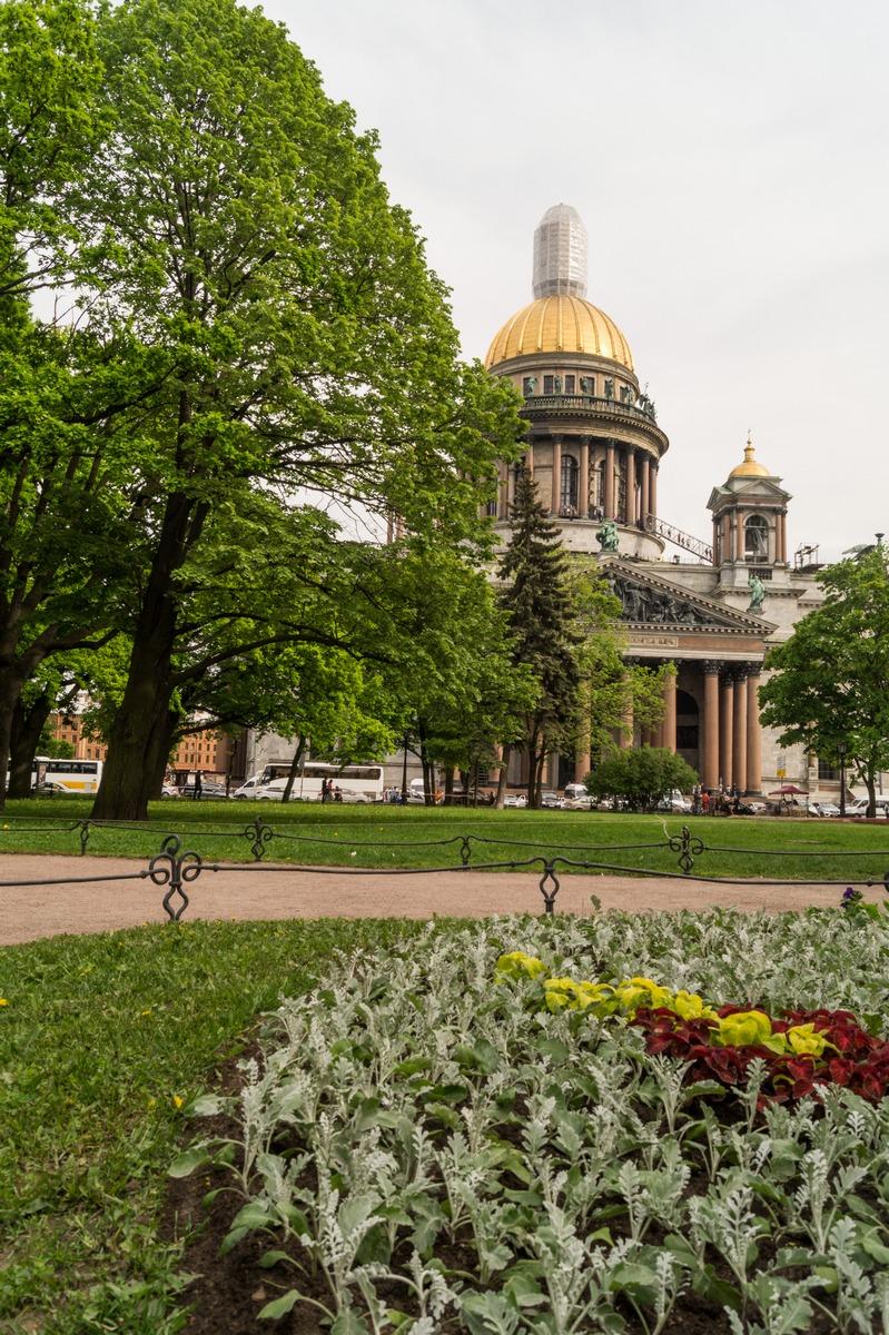 Санкт-Петербург. У Исаакиевского собора.