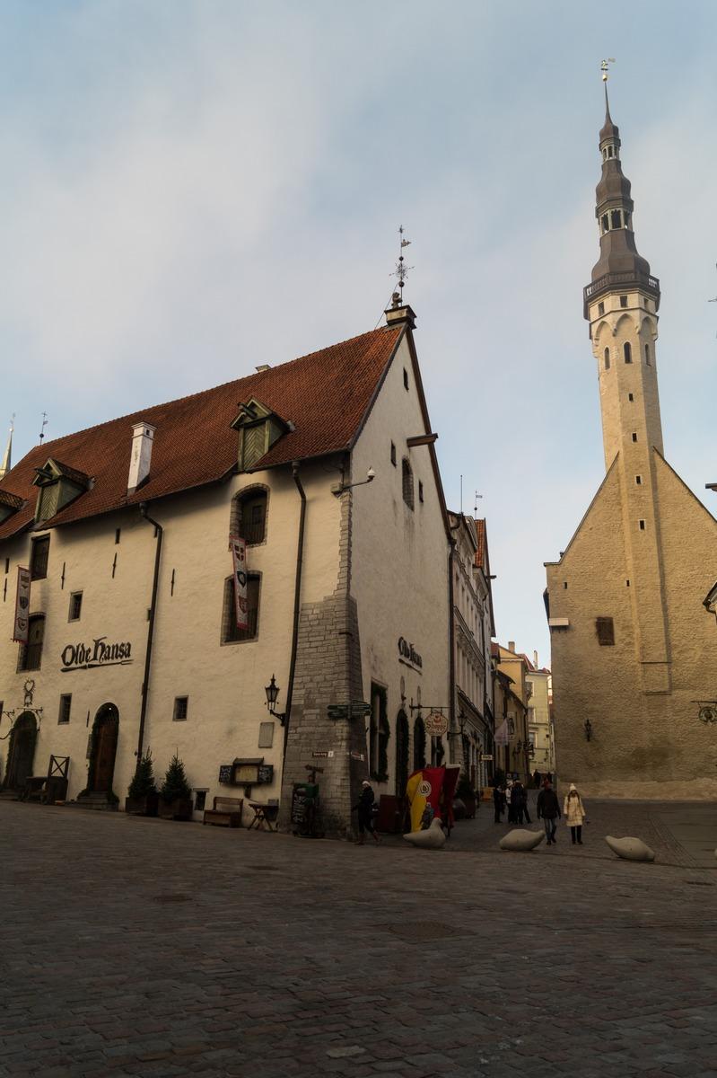 Таллин. У Ратушной площади и кафе Старая Ганза.