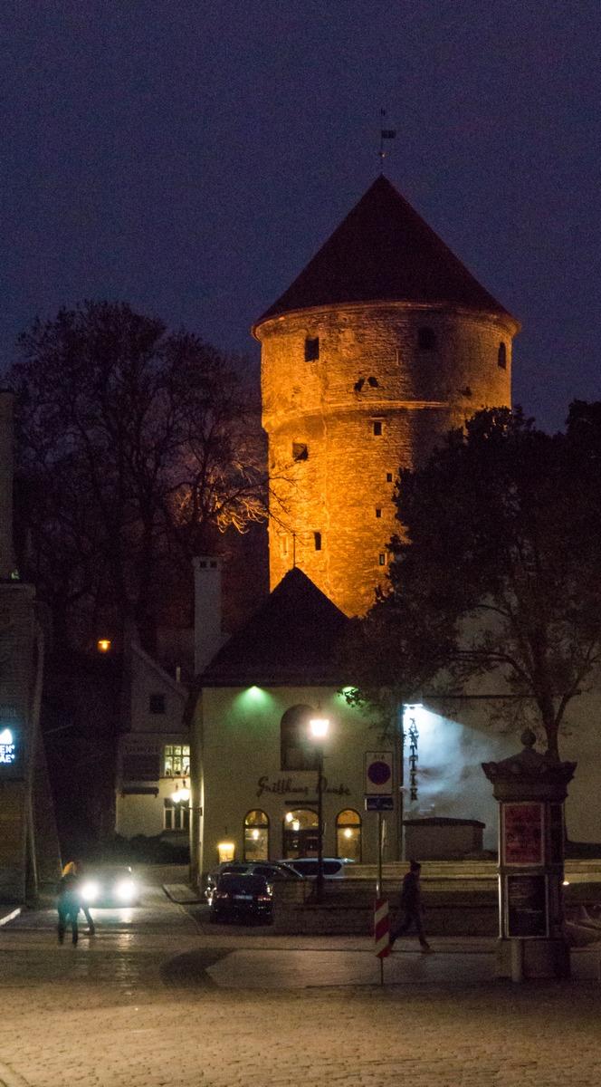 Вечерний Старыйй Таллин. Башня Кик-ин-де-Кёк.